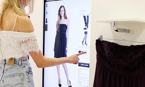Interaktyvūs veidrodžiai, išmaniosios matavimosi kabinos ir kiti sprendimai