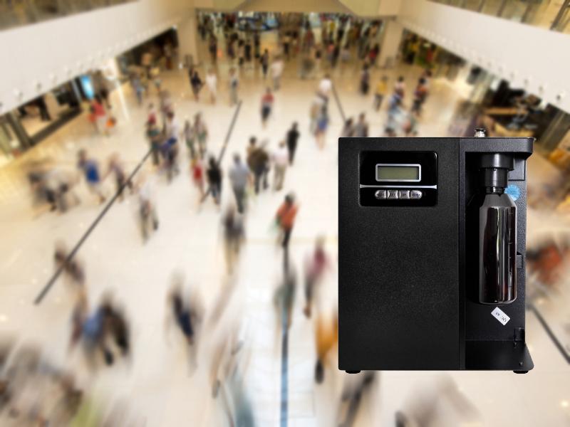 Kvapų sistemų pardavimas ir nuoma  Galime pasiūlyti skirtingų specifikacijų kvapų difuzorius skirtus tiek mažoms (iki 200 kub.m), tiek vidutinėms (iki 1000 kub.m) ir didelėms (iki 5000 kub.m) patalpoms.  Prietaisai gali veikti autonomiškai (laisvai pastatomi reikiamoje vietoje) arba juos galima pajungti į bendrą oro kondicionavimo sistemą, kada eterinis aliejus įpurškiamas tiesiogiai į ją. Toks sprendimas leidžia tolygiai paskleisti kvapą didelėje patalpoje.