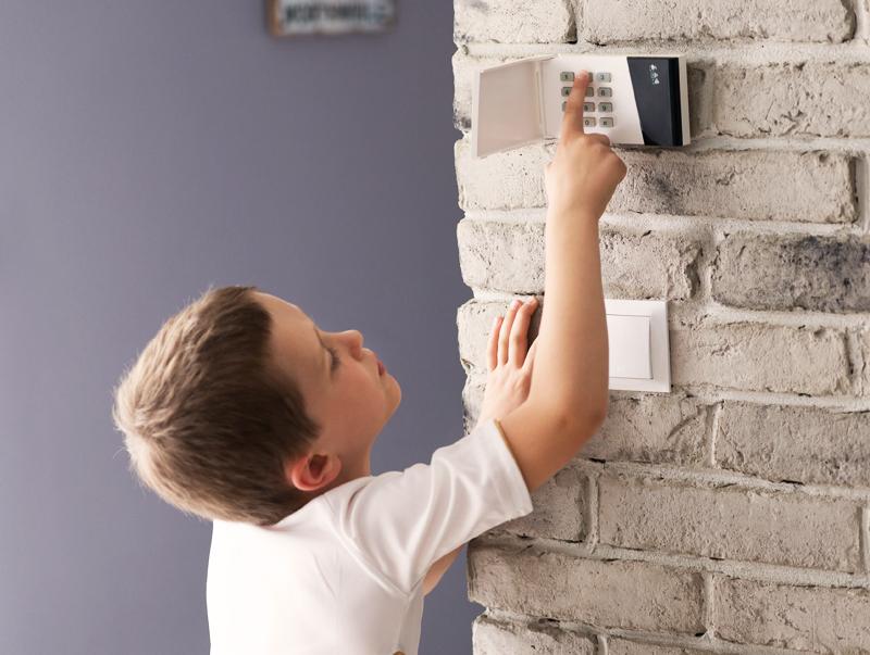 Apsaugos signalizacijos namams, garažams, komerciniams objektams   Turime didelį apsaugos signalizacijoms skirtos įrangos pasirinkimą – nuo bazinių modelių iki sudėtingų modifikacijų. Mūsų parduodama įranga pasižymi puikiomis darbinėmis savybėmis, yra funkcionali, pritaikoma individualiems poreikiams.