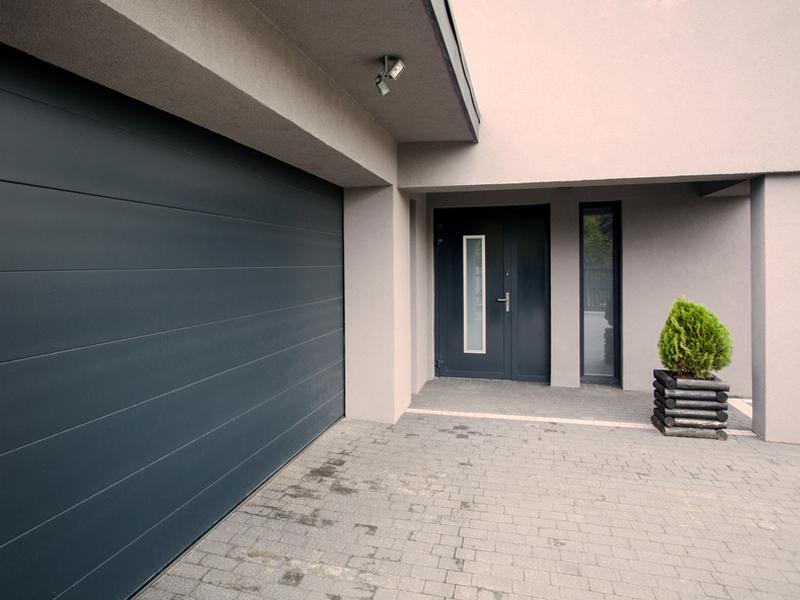 Sumontuosime ir paruošime garažo vartų automatiką naudojimui  Atliekame visus montavimo darbus, pilnai parengiame automatinius garažo vartus naudojimui. Darbų vykdymui parengiame konkretų planą, suderiname su klientu ir tiksliai jo laikomės.  Pasirūpiname įranga. Pagal pageidavimą atliekame nuolatinę sistemų priežiūrą. Teikiame garantinį ir pogarantinį įrangos aptarnavimą. Automatinių garažo vartų montavimas ir remontas atliekamas visoje Lietuvoje.