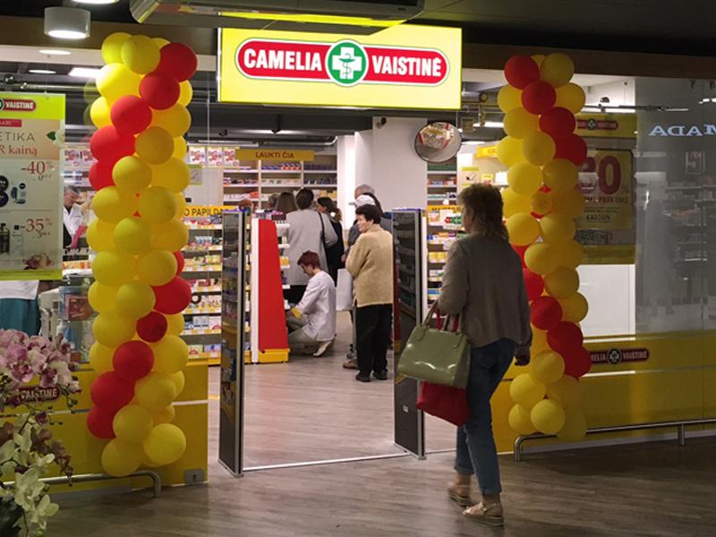 """""""Camelia"""" vaistinėse įrengėme naujos kartos prekių apsaugos vartelius. Tai ploni, kompaktiško dydžio prekių apsaugos varteliai pasižymintys dideliu jautrumu ir patikimu aptikimu, turi optimizuotą judėjimo lauko technologiją, integruotą LED apšvietimą."""