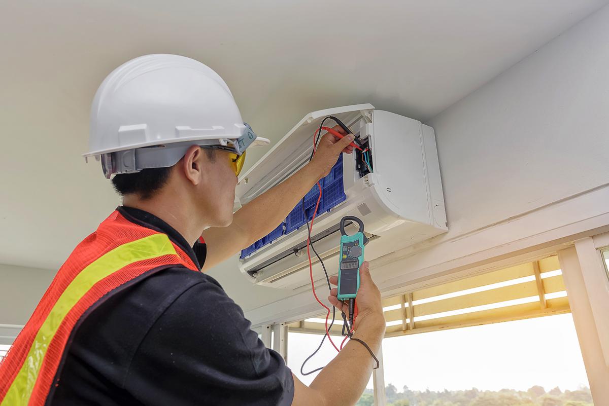 Pasirūpiname įdiegta įranga  Pagal pageidavimą atliekame nuolatinę sistemų priežiūrą, teikiame garantinį ir pogarantinį įrangos aptarnavimą: oro kondicionierių remontas, šildymo, vėdinimo sistemų remontas.  Patikėkite šildymo, vėdinimo, oro kondicionavimo sprendimus mums – sukursime efektyvų komfortą jūsų namams ir biurui.
