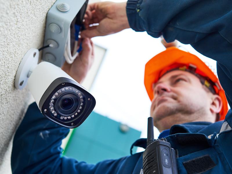 Vaizdo kamerų montavimas ir paruošimas naudojimui  Esant poreikiui atliekame vaizdo kamerų montavimą, pilnai parengiame vaizdo stebėjimo sistemą naudojimui.  Pasirūpiname įdiegta įranga. Pagal pageidavimą atliekame nuolatinę sistemų priežiūrą. Teikiame garantinį ir pogarantinį įrangos aptarnavimą.  Paslaugas teikiame visoje Lietuvoje.  Dėl išsamesnės informacijos   susisiekite su mumis  .
