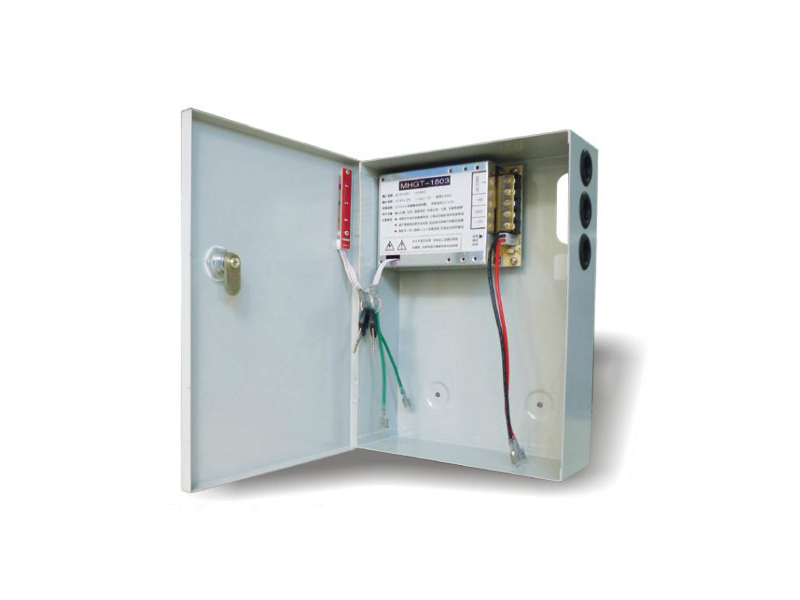 Maitinimo šaltinis 3A/12V  Impulsinis maitinimo šaltinis metaliniame korpuse. Leistinos išėjimo įtampos kitimo ribos 12V ÷ 13,4 VDC. Su akumuliatoriaus krovimu. Maksimali srovė: 3A. Srovė: 2 A. Baterija iki 7Ah. Išėjimo įtampa: 12VDC. Įėjimo įtampa: AC190-265V 50-60Hz. Matmenys: 165 x 205 x 75 mm.