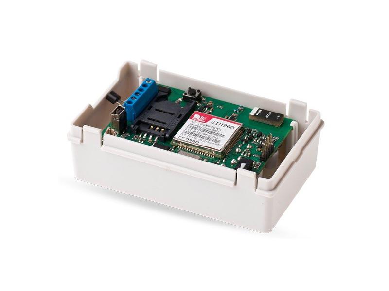 GSM informavimo sistema ESIM022  Paprastas ir ekonomiškai efektyvus GSM automatinis rinkiklis. Du įėjimai, vienas išėjimas. GSM sistema informuoja apie sukeltą signalizaciją arba elektros prietaiso gedimą. Leidžia valdyti bet kokį elektrinį įrenginį nuotoliniu būdu, siunčiant SMS žinutę.
