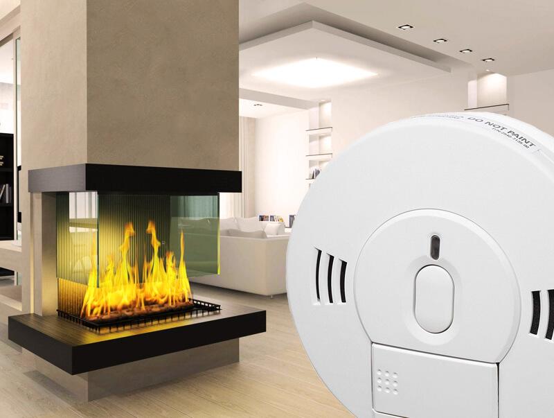Platus autonominių anglies monoksido detektorių pasirinkimas   Smalkių detektorius rekomenduojama montuoti miegamuosiuose kambariuose, taip pat patalpose, kur yra naudojami dujiniai ir skysto kuro šildymo įrenginiai, kūrenama malkomis, akmens anglimi, yra sumontuoti židiniai, dujinės viryklės ir kiti panašūs įrenginiai.
