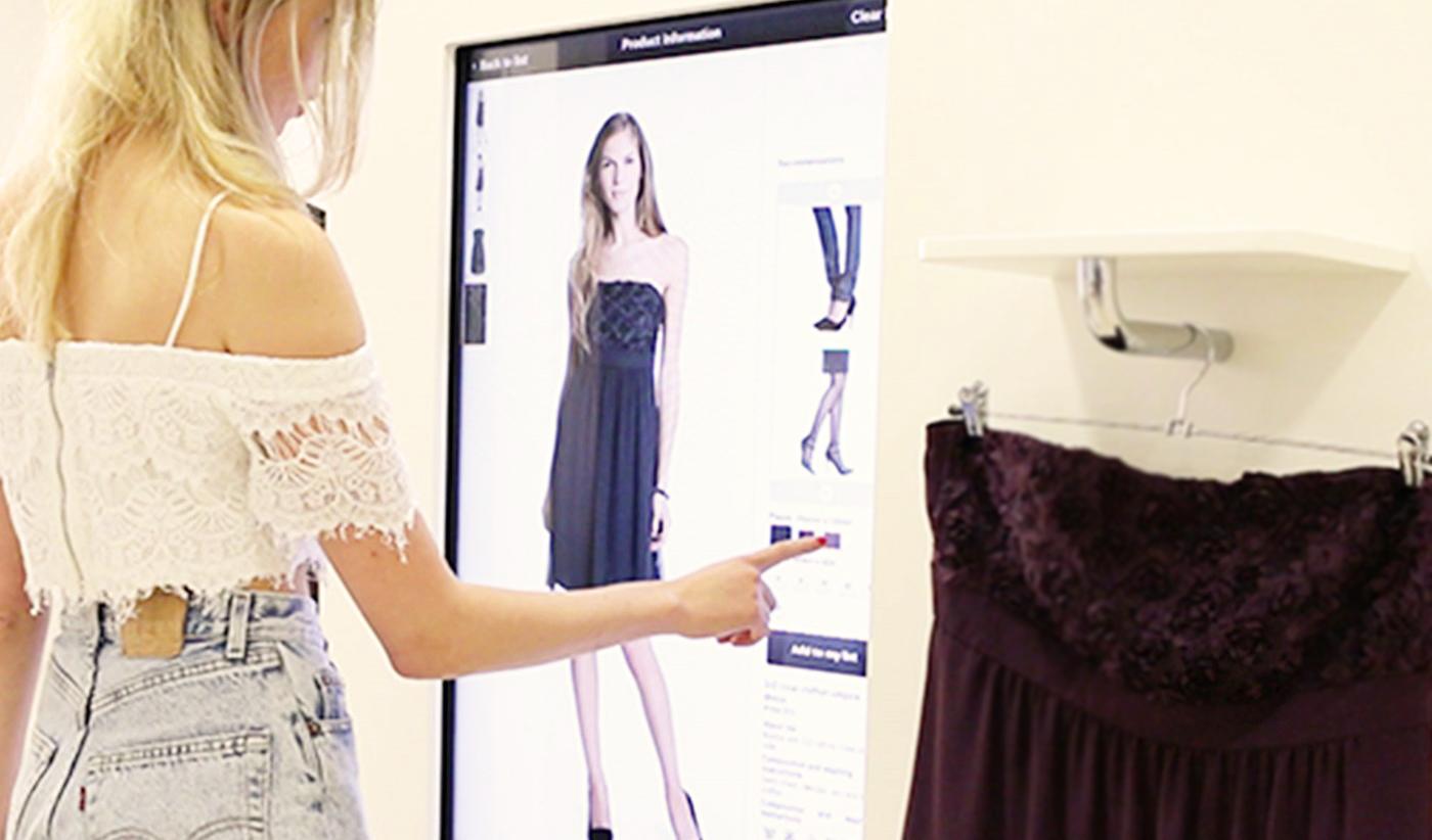 RFID išmanioji matavimosi kabina  Interaktyvi sistema drabužių parduotuvėms. Naudoja RFID žymeklių/etikečių nuskaitymo technologiją ir liečiamą ekraną.  Sistema automatiškai nuskanuoja kliento atsineštus drabužius, o išmaniąjame ekrane rodoma visa susijusi informacija (spalva, dydis, kaina ir kita) bei susiję drabužiai ir aksesuarai. Naudodamasis ekranu klientas gali pateikti savo pageidavimus, o parduotuvės darbuotojas automatiškai gauna žinutę su pirkėjo pageidavimu.  Sistema renka informacija apie klientus dominančias prekes, o palyginus su realiais pardavimais galima gauti išsamias ataskaitas apie pirkėjų elgseną.