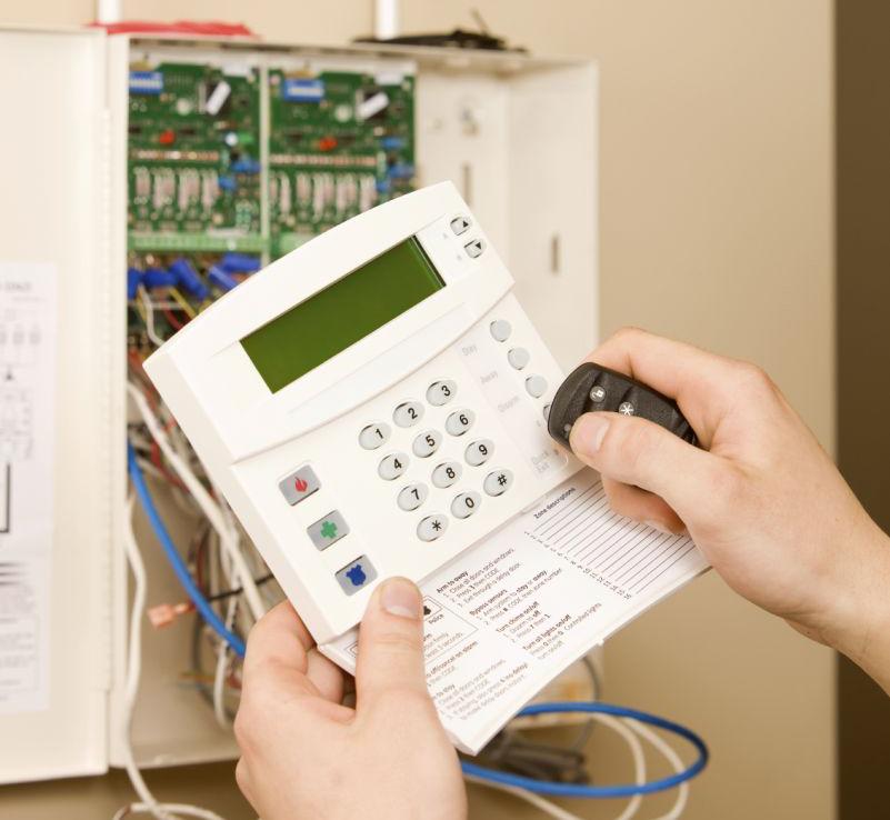 Sumontuosime ir paruošime naudojimui  Atliekame visus montavimo darbus, pilnai parengiame apsaugos sistemas naudojimui. Darbų vykdymui parengiame konkretų planą, suderiname su klientu ir tiksliai jo laikomės. Pasirūpiname įdiegta įranga. Pagal pageidavimą atliekame nuolatinę apsaugos sistemų techninę priežiūrą. Teikiame garantinį ir pogarantinį įrangos aptarnavimą.