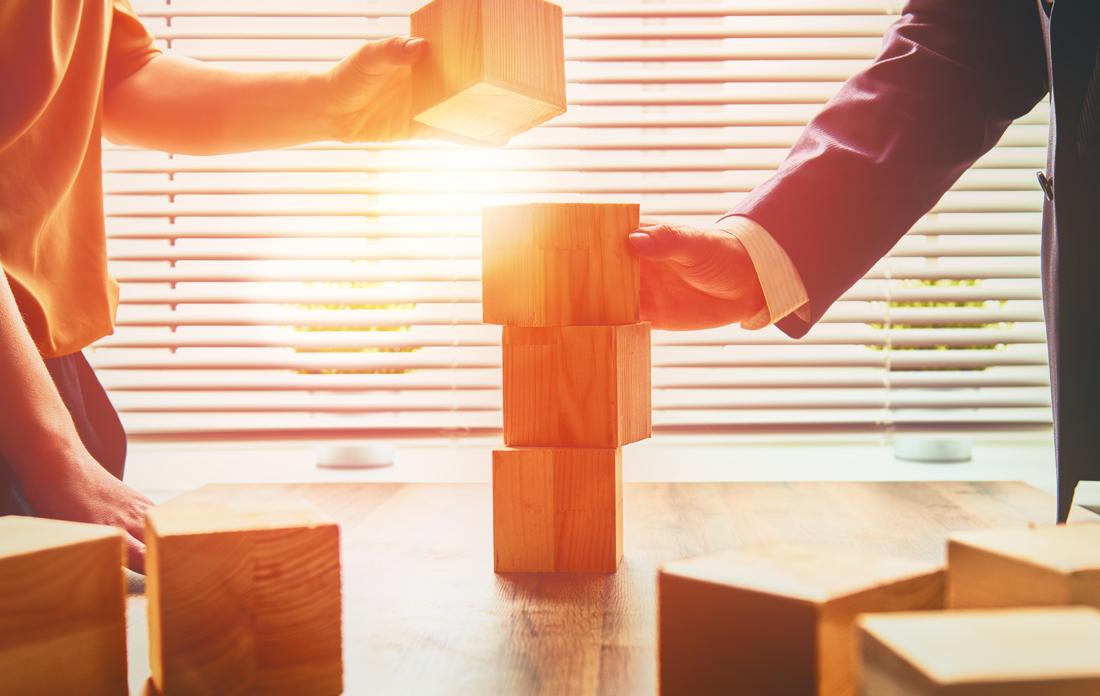 Sparčiai augame, tobulėjame, kasdien susiduriame su naujais iššūkiais.Tam, kad galėtume rinkai pasiūlyti konkurencingus sprendimus, mums reikalinga stipri komanda.  Ieškome motyvuotų, atsakingų savo srities profesionalų, kurie savo žiniomis ir patirtimi galėtų prisidėti prie įmonės augimo.  Šiuo metu ieškome:  pardavimų vadybininkų, inžinierių, elektros įrangos montuotojų darbui visoje Lietuvoje.  Savo gyvenimo aprašymą siųskite: info@sauguspasaulis.lt