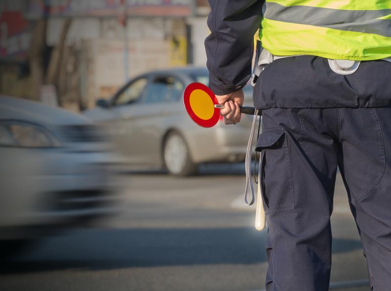 Reguliavimo lazdelės    Lazdelės skirtos policijos, pasienio ir kitoms institucijoms, kurioms leidžiama stabdyti transporto priemones ir reguliuoti eismą.