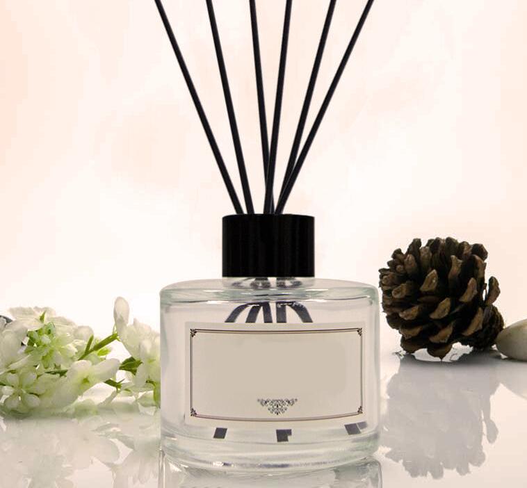 Platus kvapų pasirinkimas  Turime didelę kvapų pasirinkimo paletę. Atsižvelgiant į patalpos, klientų tipą, verslo veiklos rūšį padėsime išsirinkti tinkamiausią kvapą.