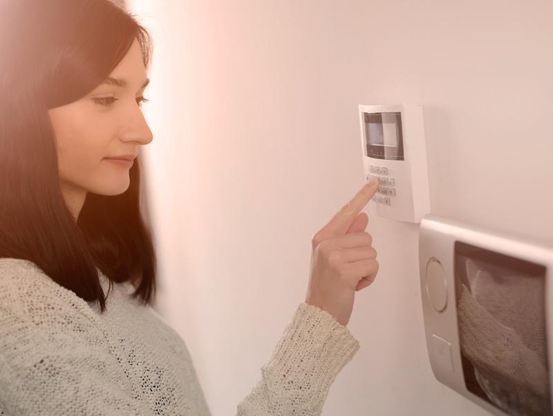 Priešgaisrinės ir apsaugos signalizacijos   Jauskitės visapusiškai saugiai. Į bendrą sistemą galime integruoti apsaugos, vaizdo apsaugos, priešgaisrinės apsaugos sistemas, vandens, dujų nuotėkio aptikimo sistemas bei kitą įrangą.  Dar daugiau, apie kiekvieną įvykį būsite informuoti sms žinute, galėsite matyti informaciją kompiuterio ar mobiliojo telefono ekrane. Visada žinosite kas vyksta jūsų namuose ar biure.