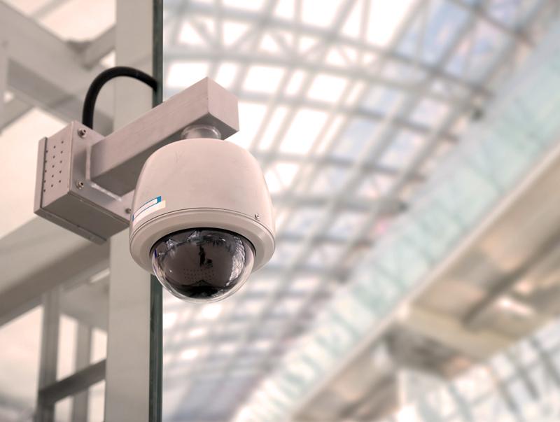 Lauko ir vidaus IP vaizdo kameros objektų apsaugai   IP vaizdo kameros komercinių objektų, prekybos centrų, gamybinių patalpų, viešųjų objektų, individualių namų, vasarnamių ir kitų objektų nuotoliniam stebėjimui ir apsaugai. Mūsų kataloge esančios IP kameros pasižymi geromis darbinėmis savybėmis, o 170 skirtingų IP kamerų pasirinkimas yra kruopščiai atrinktas mūsų specialistų.  Parduodame IP vaizdo kameras su naktiniu matymu, statines arba reguliuojamas (vaizdo kameros pasukimas ir pakreipimas norimu kampu), su išmaniosiomis funkcijomis (linijos kirtimas, įsibrovimas į perimetrą, vaizdo pasikeitimas, veido fiksavimas, palikto objekto fiksavimas).