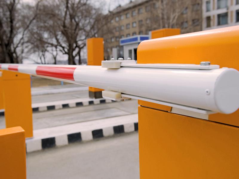Kelio užtvarų - šlagbaumų montavimas   Montuojame visų tipų ir gamintojų kelio užtvarus (šlagbaumus) automobilių stovėjimo aikštelėse, pravažiavimuose ir kitose vietose, kur reikalingas eismo apribojimas ir kontrolė.  Taip pat atliekame įrangos aptarnavimo, derinimo, atnaujinimo darbus.