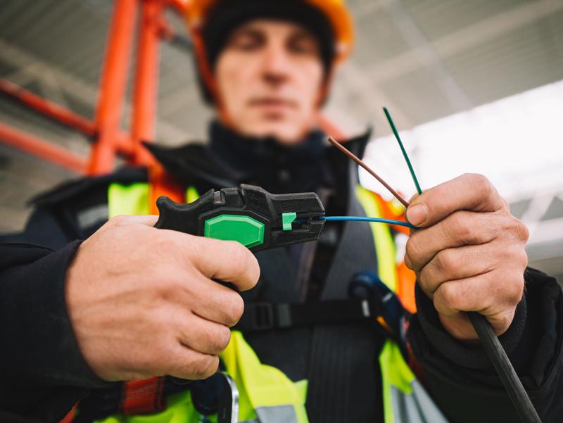 Atlikti elektros instaliacijos darbai kotedžų kvartale Stokholme   Bendras objekto plotas - beveik 2000 kvadratinių metrų. Atlikti darbai: laidyno paruošimas kištukiniaims lizdams, apšvietimui, IT tinklui, kištukinių lizdų, jungiklių, šviestuvų montavimas, pagrindinio skydo montavimas ir surinkimas, IT tinklo galinės įrangos montavimas.