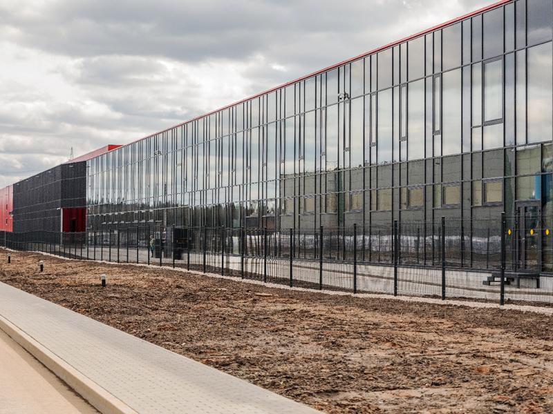 Elektros montavimo darbai baldų gamybos įmonėje FREDA   38 000 m2 ploto objekte atlikti darbai: magistralinių įvadų įrengimas, bendra elektros instaliacija, gamybos įrengimų pajungimas ir paleidimas.